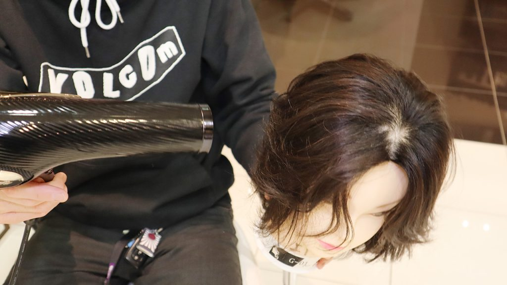 ドライヤーを使うと髪の毛が痛む?の嘘・本当 美容師 秋山俊18