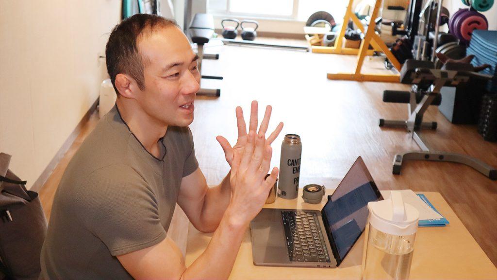 猫背を改善するストレッチ(筋トレ)とは|トレーナー 鈴木謙太郎5