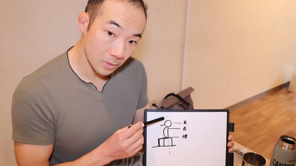 猫背を改善するストレッチ(筋トレ)とは|トレーナー 鈴木謙太郎6