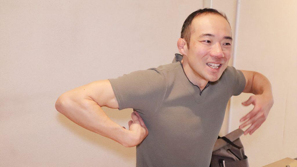 猫背を改善するストレッチ(筋トレ)とは|トレーナー 鈴木謙太郎7