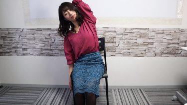 仕事中、椅子に座ってできる腰痛対策!動画で見る簡単ヨガストレッチ